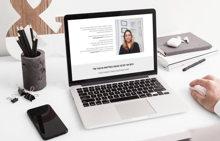 macbook-pro-mockup-featuring-an-elegant-desk-483-el